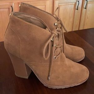 Michael Kors 7.5 M Tan Suede lace up Bootie boot